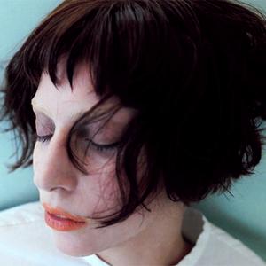 Lady Gaga műtő- és sminkasztalon...