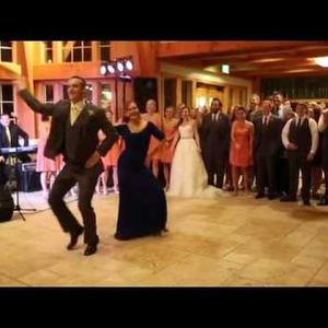 És akkor anyuka táncolni kezdett