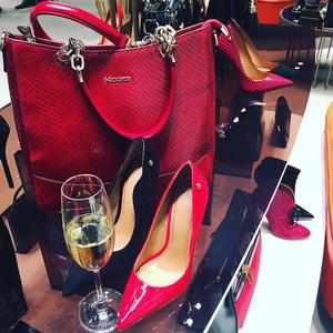A pazar Kazar party a cipők és táskák csodás birodalmában
