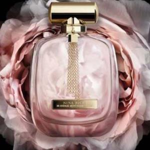 Újabb Nina Ricci illat: L' Éxtase újra feldolgozva, tele rózsával