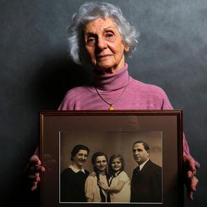 Döbbenetesen gyönyörű portrék Auschwitz túlélőiről