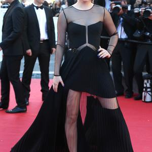Palvin Barbi gyönyörű Cannes vörös szőnyegén... de a ruhája?!