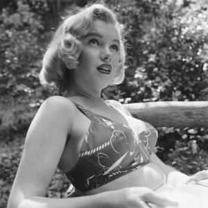 Marilyn Monroe a nő, az erdőben