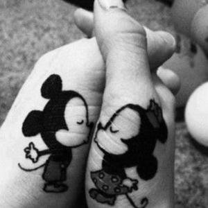 Boldogító igen tetoválva