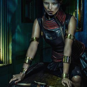 Alexander McQueen Kate Moss tolmácsolásában