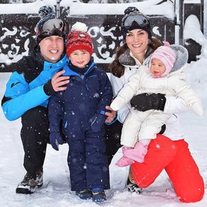 Cukiságbomba: A tíz hónapos brit hercegnő első találkozása a hóval