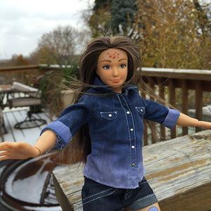 Az igazi Barbie, aki pattanásos
