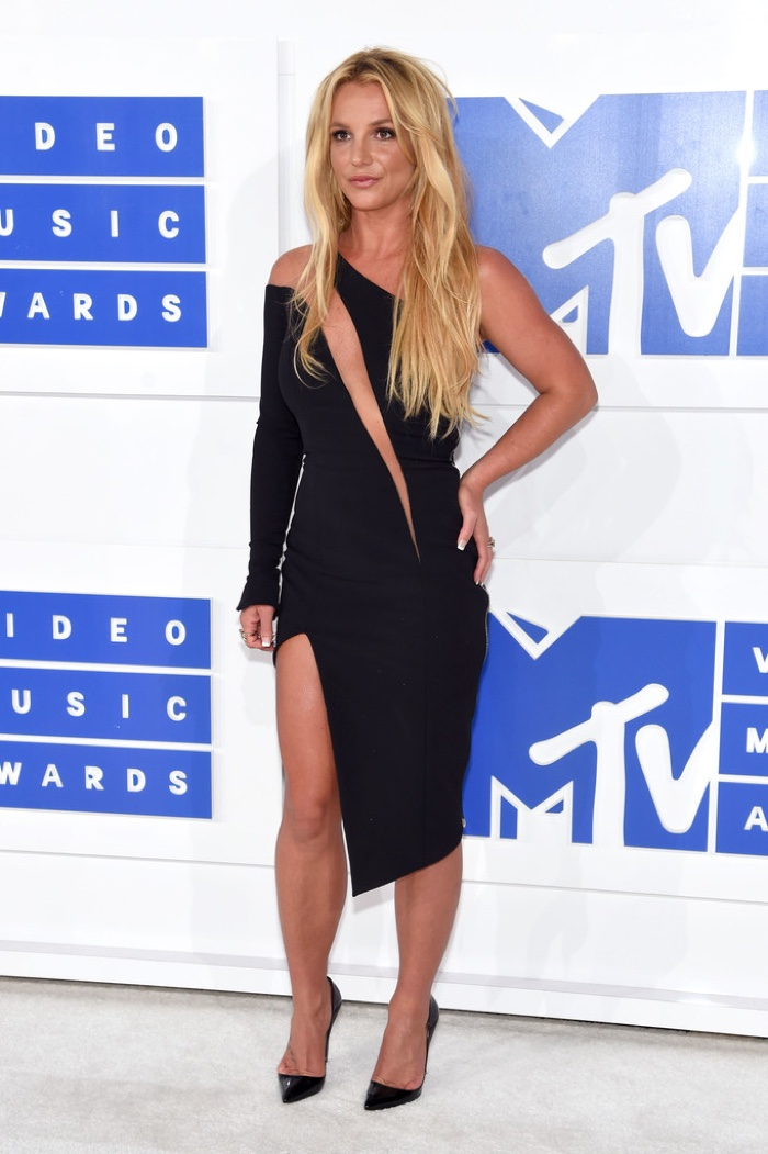 britney-spears-julien-macdonald-black-dress-2016-mtv-vmas.jpg