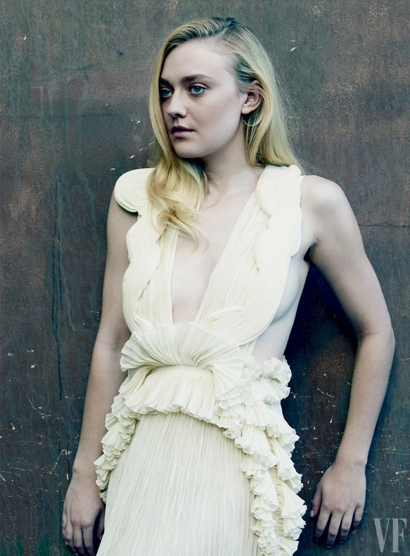 dakota-fanning-vanity-fair-2017-hollywood-issue.jpg
