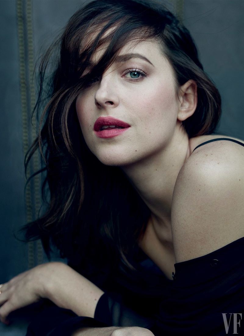 dakota-johnson-vanity-fair-2017-hollywood-issue.jpg
