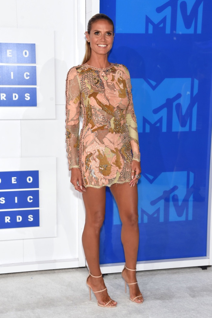 heidi-klum-sequin-dress-2016-mtv-vmas.jpg