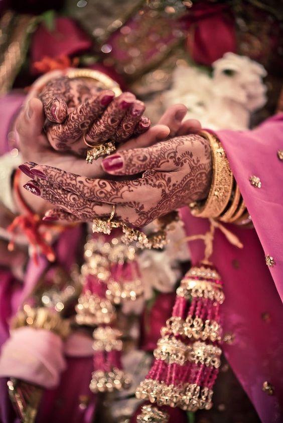 indiai_kezes2.jpg