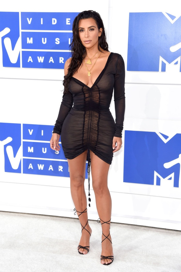 kim-kardashian-black-mini-dress-2016-mtv-vmas.jpg