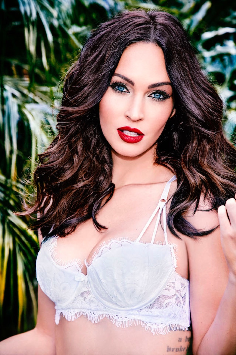 megan-fox-fredericks-hollywood-lingerie-2017-campaign01.jpg