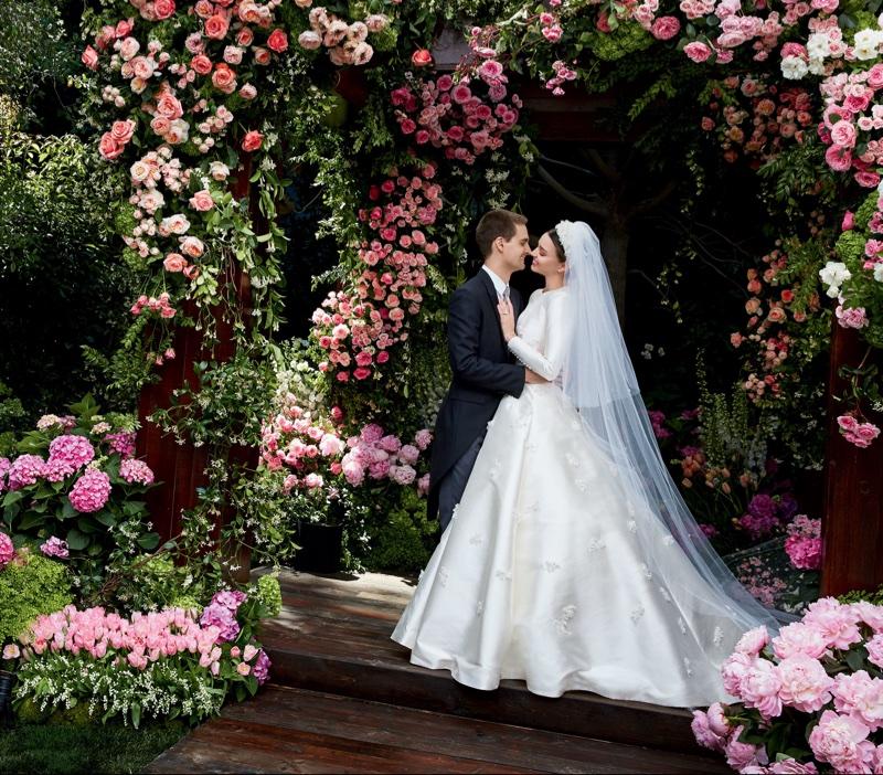 miranda-kerr-dior-wedding-dress-photos03.jpg