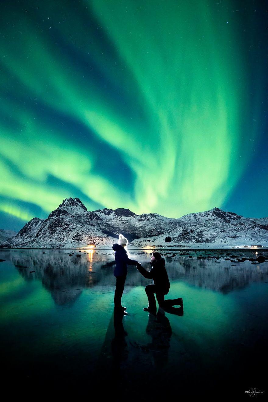 northern-lights-couple-proposal-dale-sharpe-3-58c162f074526_880.jpg