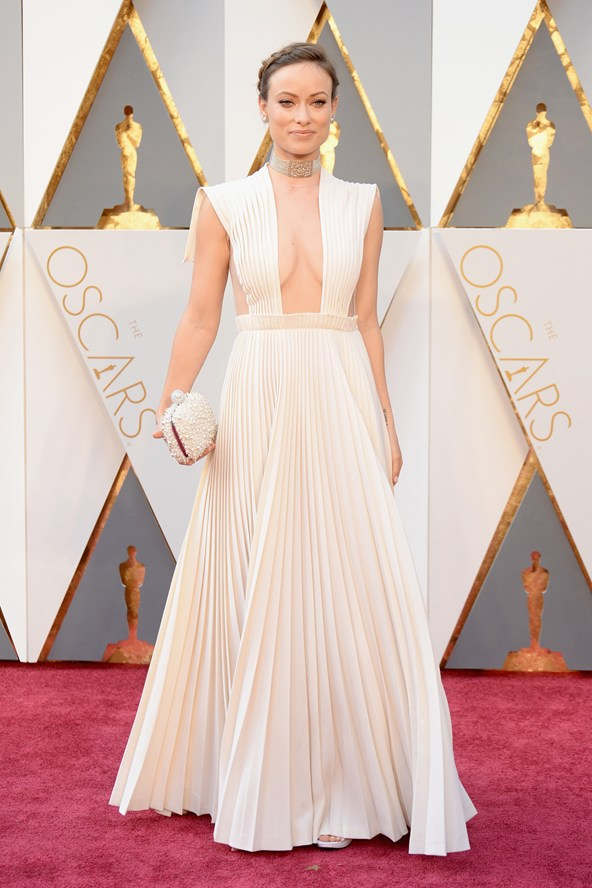 olivia-wilde-oscars-2016-red-carpet-vogue-28feb16-getty_b_592x888_1.jpg