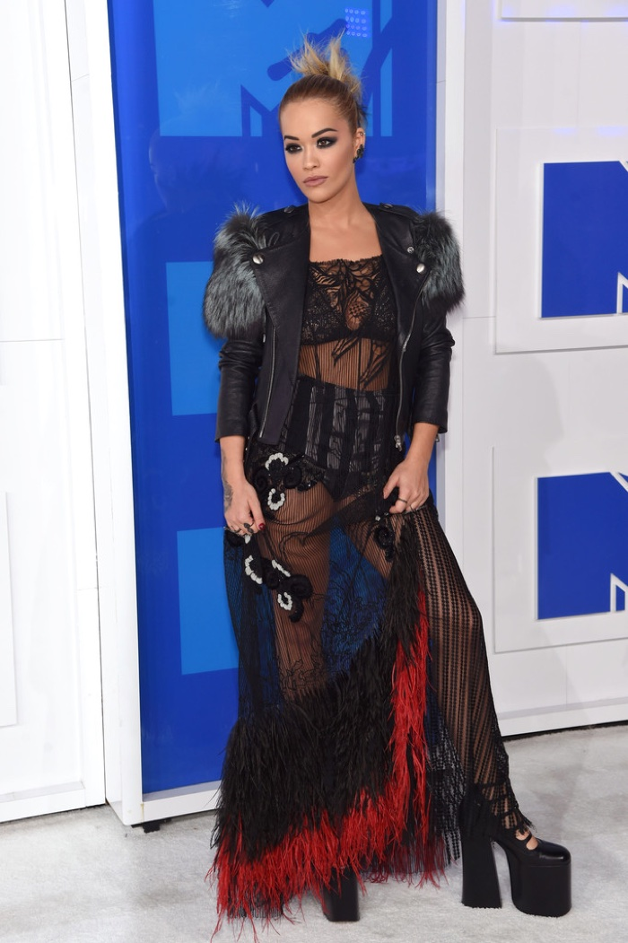 rita-ora-marc-jacobs-look-2016-mtv-vmas.jpg