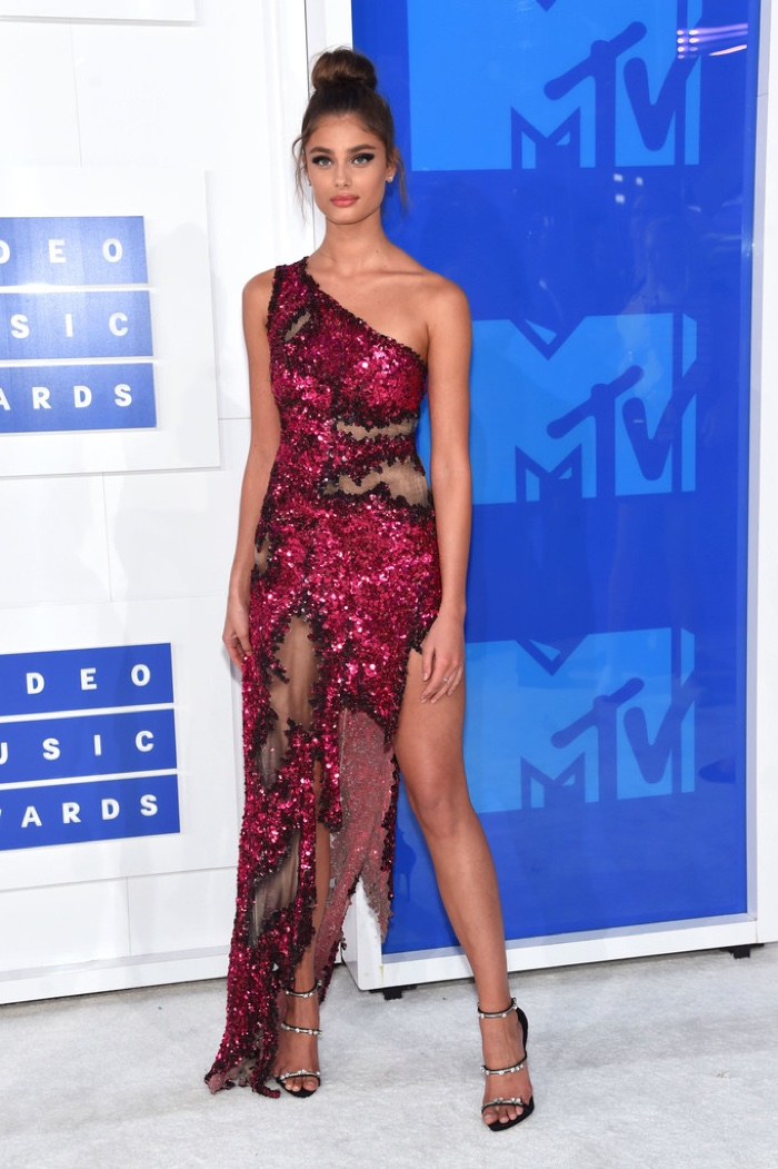 taylor-hill-moschino-dress-2016-mtv-vmas.jpg