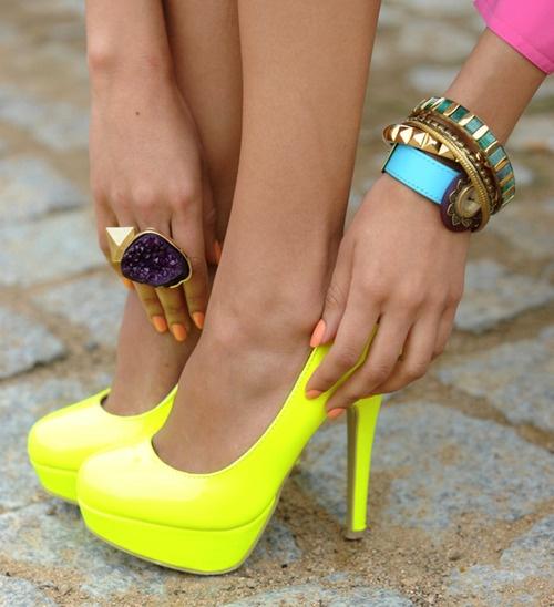 cipő, gyűrű, karkötő.jpg