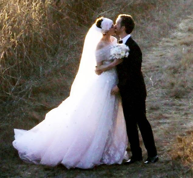 anne-hathaway-wedding.jpeg