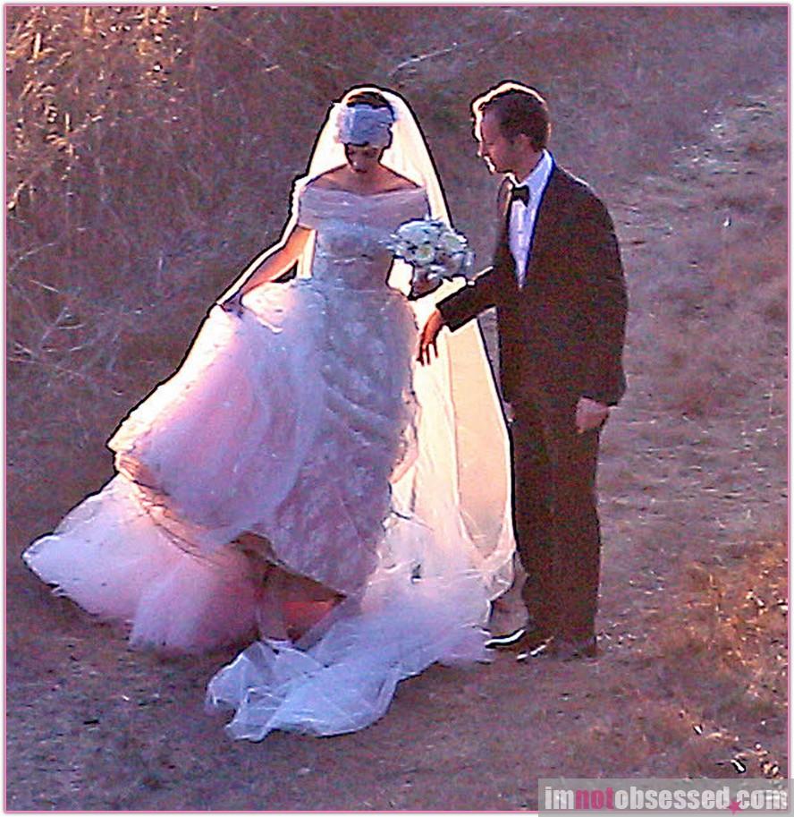 anne-hathaway-wedding_PremiereFF_092912_50902002.jpg