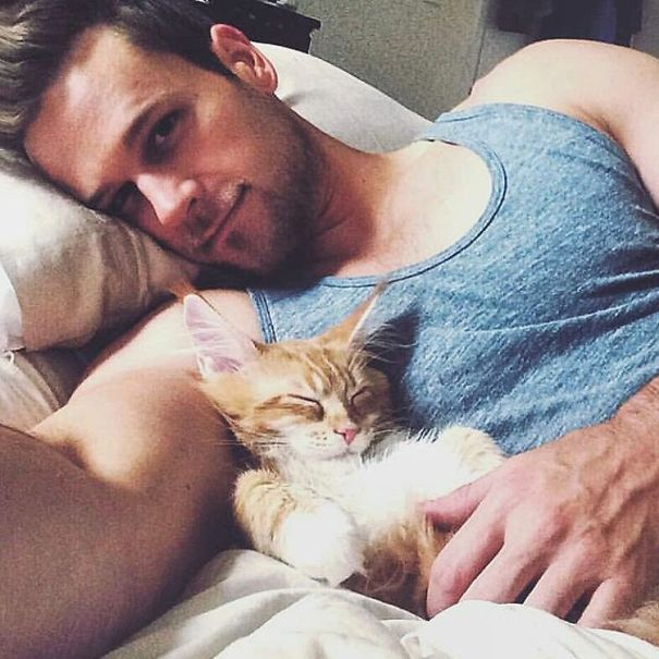 hot-dudes-with-kittens-instagram-68_605.jpg