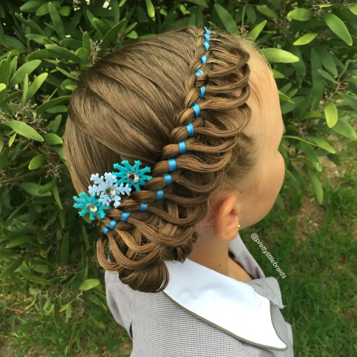 mom-braids-unbelievably-intricate-hairstyles-every-morning-before-school-8_700.jpg