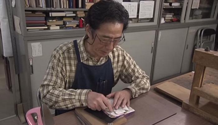 old-book-restoration-japanese-craftsman-nobuo-okano-12.jpg