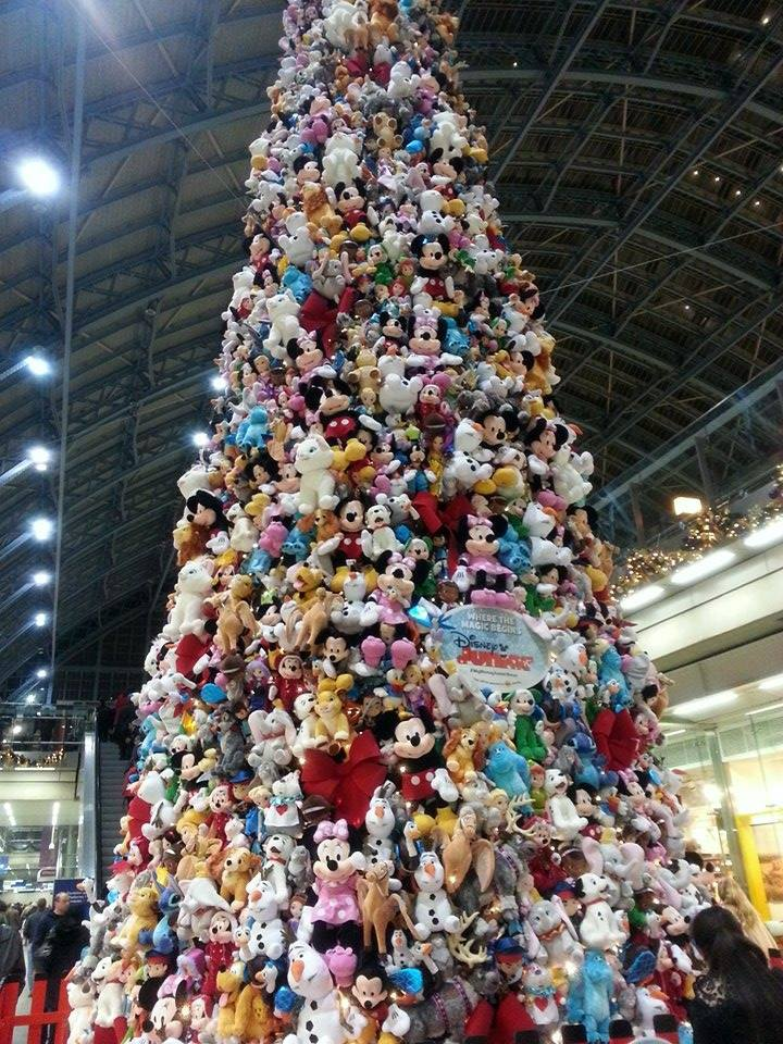 disney_christmas_tree_london.jpg
