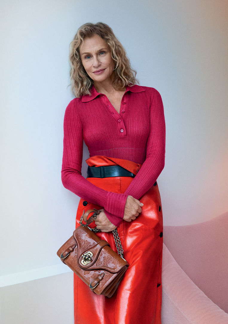 gallery-1483464953-hbz-lauren-hutton-bottega-venetak.jpg