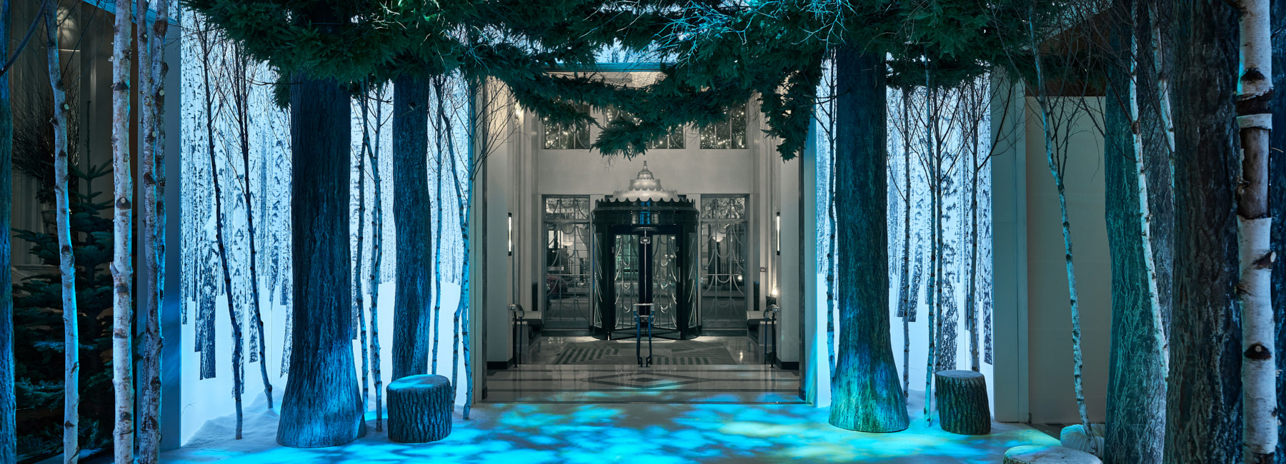 jony-ive-marc-newson-claridges-christmas-tree-2016-designboom1800.jpg