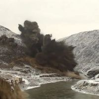 Felrobbantottak egy hegyet... nézd teljes képernyőn!!!