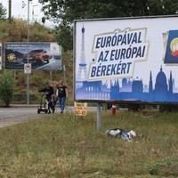 Radikális atlantista plakátok árasztották el az országot