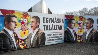"""Más civilek ételt osztanak Karácsonykor, a Fidesz """"civiljei"""" gyűlöletkampányt indítanak Orbán mumusai ellen"""