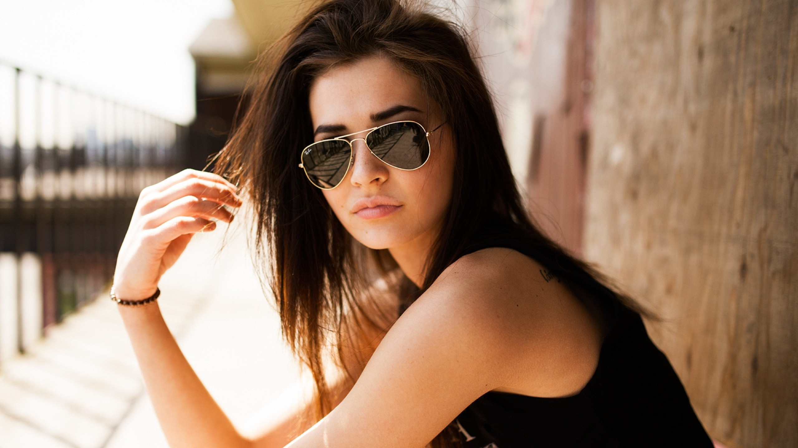 girl-with-aviator-sunglasses-girl-hd-wallpaper-2560x1440-39272.jpg