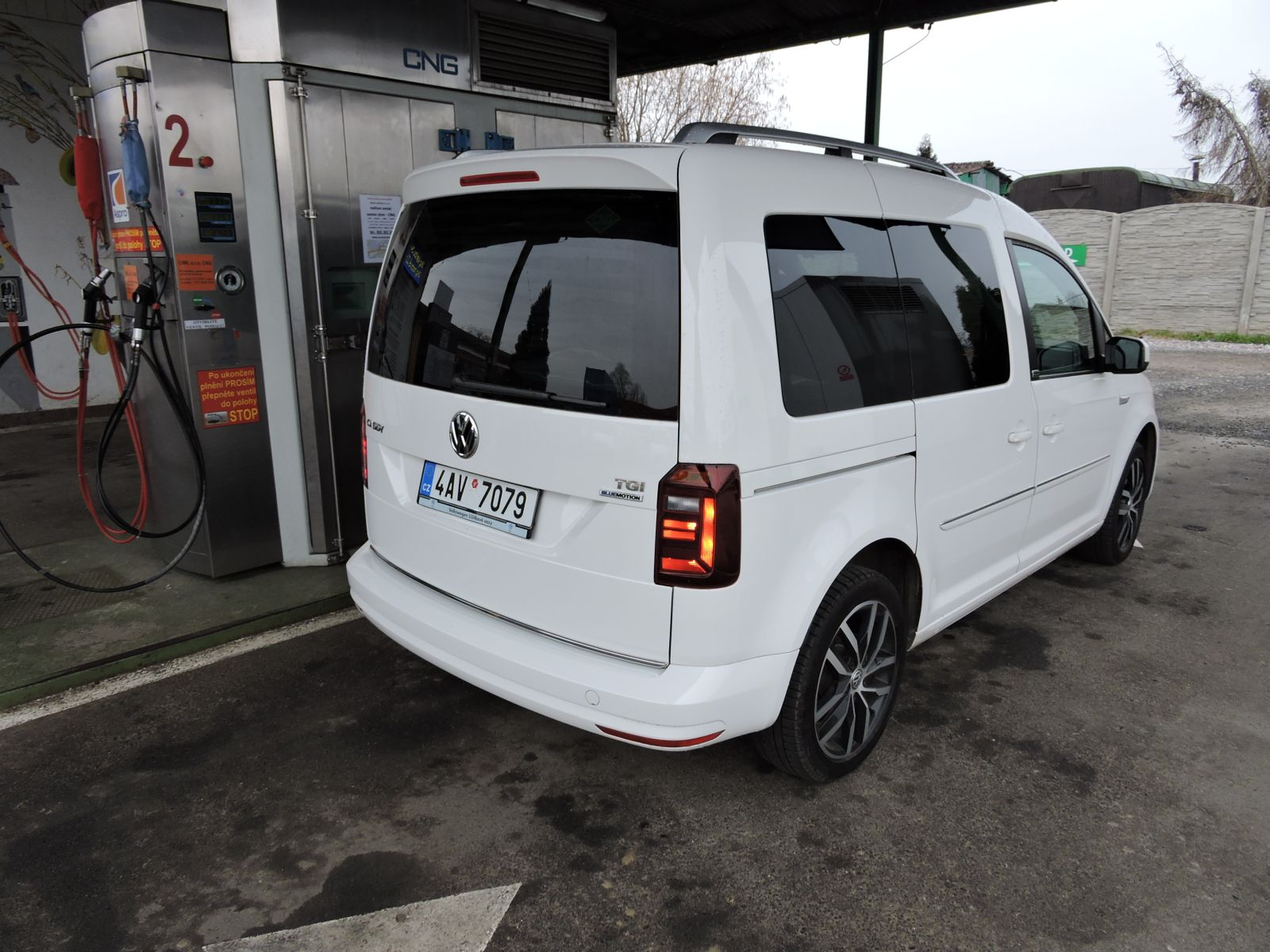vw-caddy-cng-02.jpg