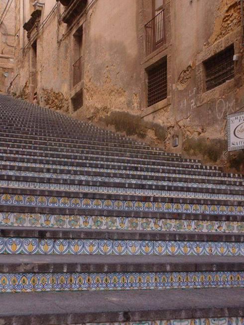 caltagirone_catania_scalinata_di_santa_maria_del_monte.jpg