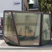 Üvegfalú utcai illemhelyek
