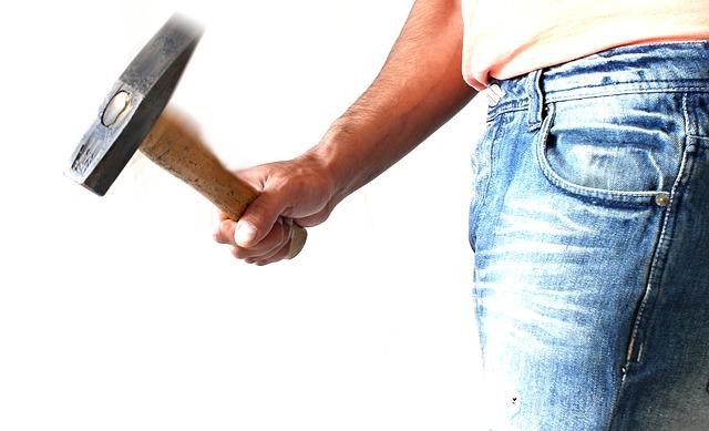 hammer-1008976_640.jpg