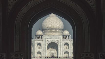 Lázálom a Taj Mahal lábánál