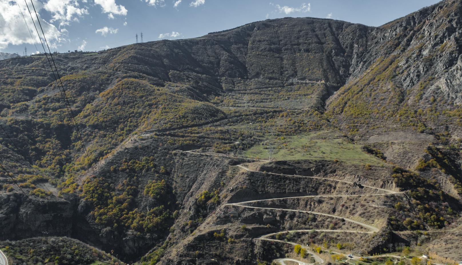 Ez az út visz fel a Tatev kolostorhoz