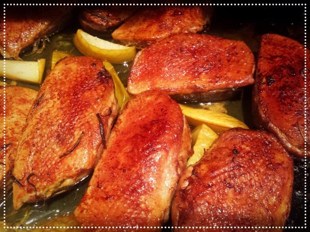 Rozmaringos-almás kacsamellfilé curry-s rizzsel és hagyma chutney-val