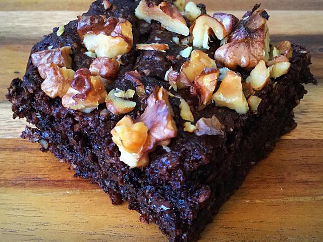 Csupacsokis diós sütemény (vegán, paleo)