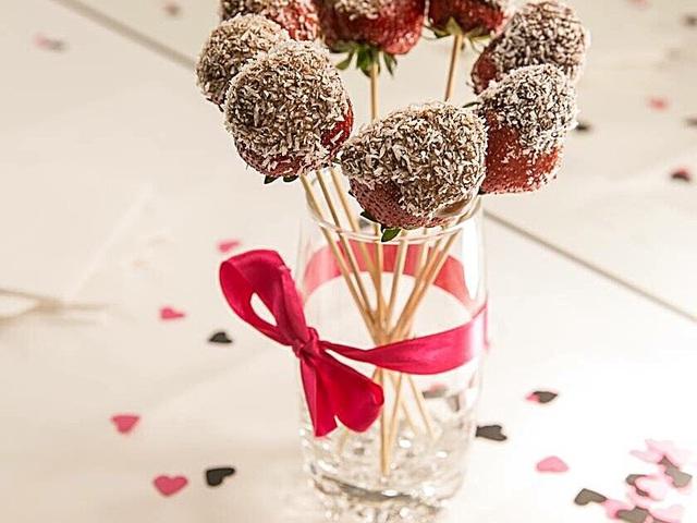 Vendégváró pálcikás csokis-eper