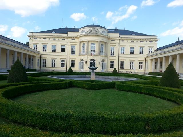 Fehérvárcsurgói Károlyi-kastély: az egyik legkülönlegesebb hazai kastélyszálló!