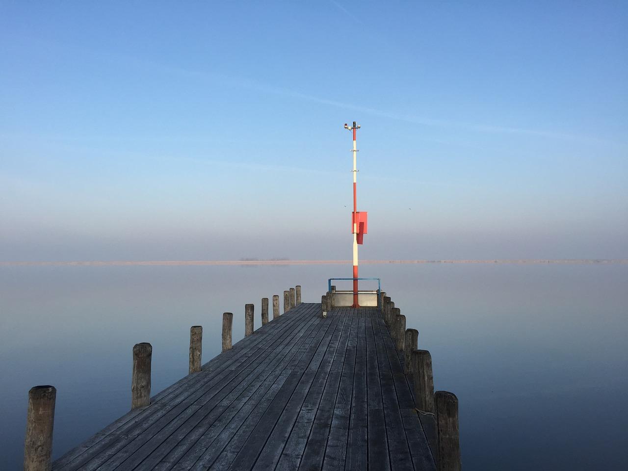 lake-807930_1280.jpg