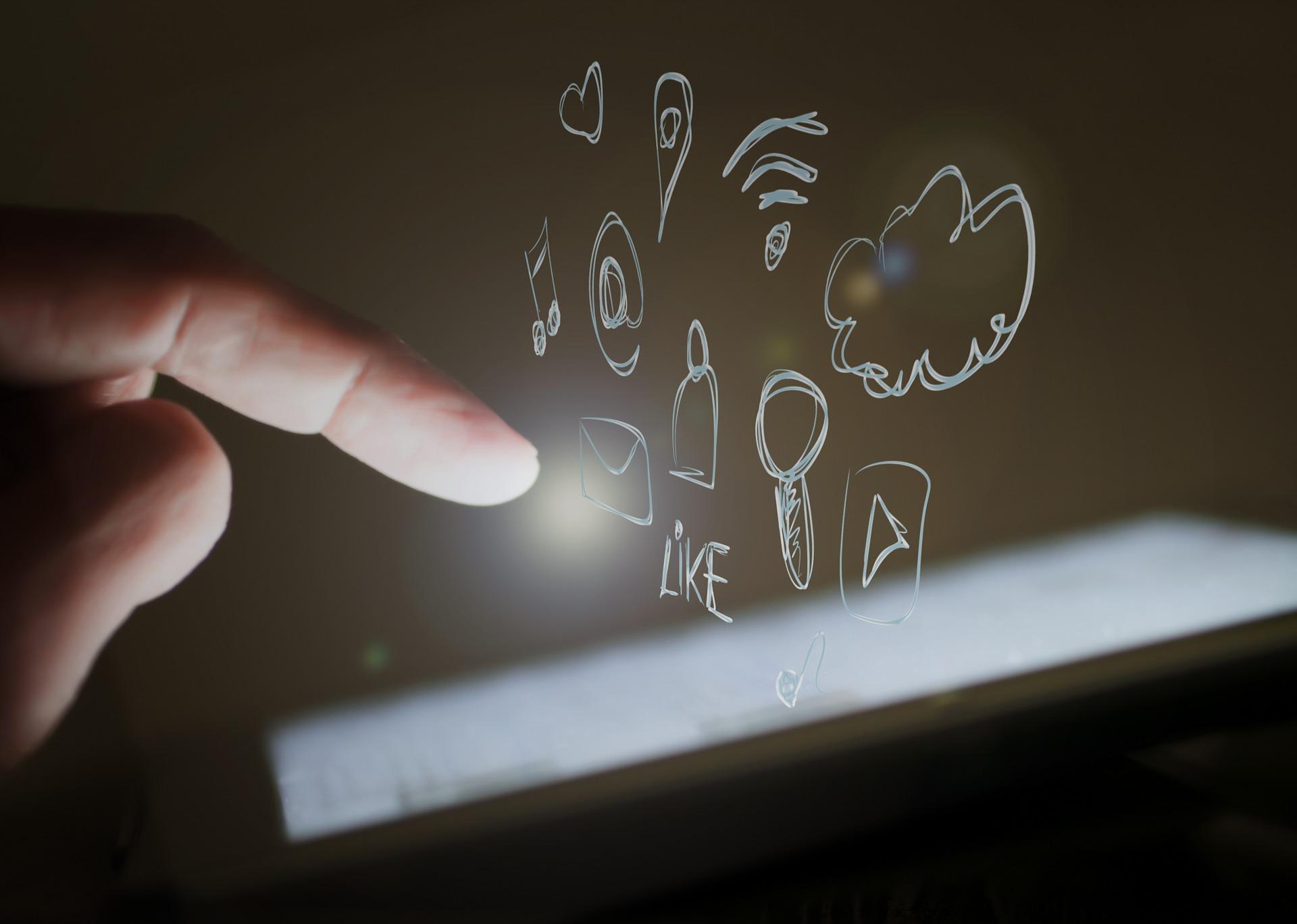 touch-screen-1023966_1920.jpg
