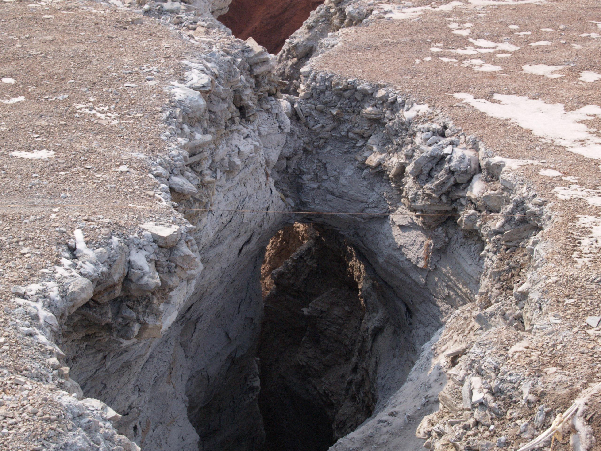 10. ábra A szakadás az északi fal közepén, felülnézetben (Varga R.)