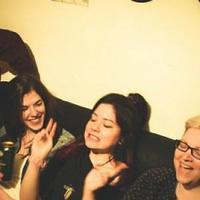 Plüssnapalm – Szakácsi Greggel kollaboráltak a punk csajok